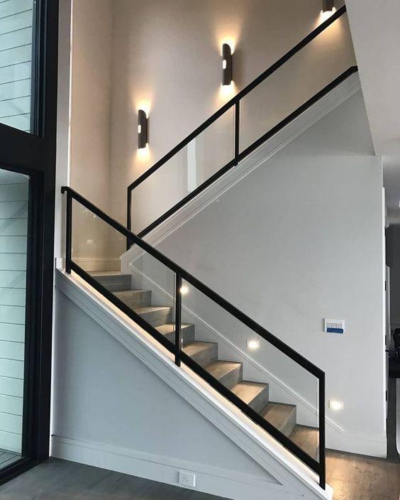 Escada com policarbonato