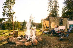 Motivos para utilizar tendas ao acampar e como escolher a ideal