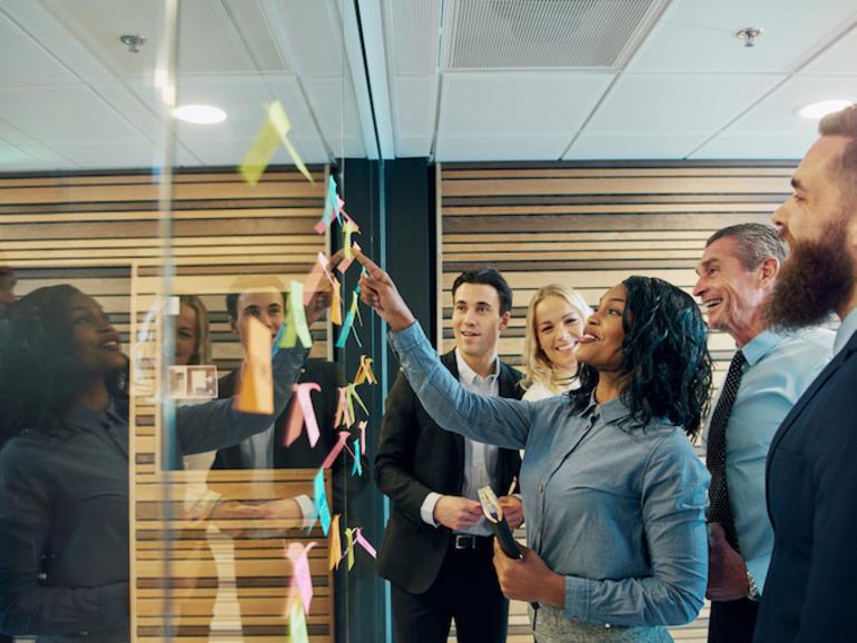 equipe motivada em tempos de crise. Foto: Flamingo Images - Adobe
