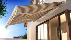Benefícios que as coberturas em lona podem proporcionar à fachada. Foto/Reprodução: KangeStudio
